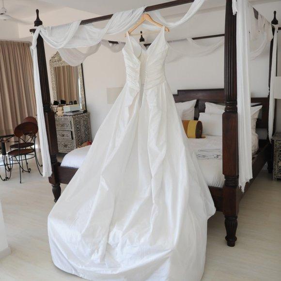 Peter Langner Dresses & Skirts - Peter Langner 'Vanity' wedding gown